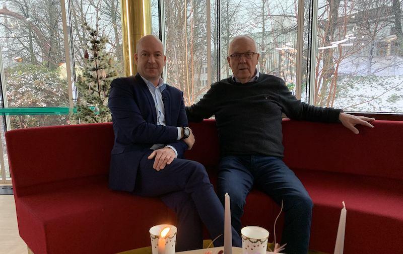 Ole Olsen overdrager livsværk til ældste søn